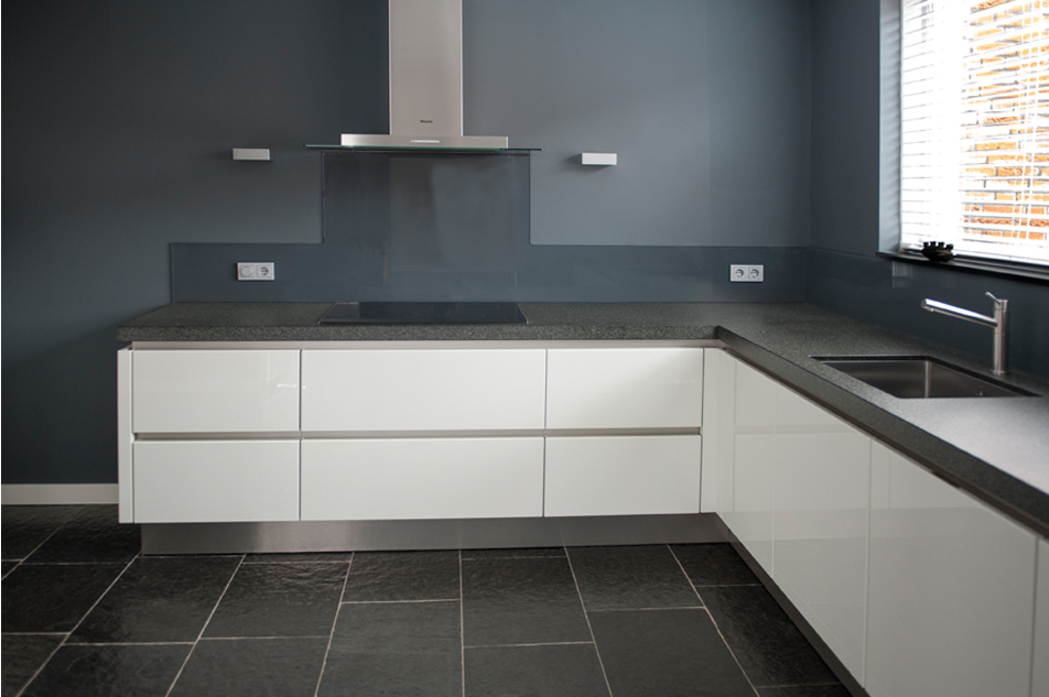 Glazen Achterwand Keuken Monteren : Benieuwd naar ons aanbod? Bezoek snel onze showroom in Veghel!
